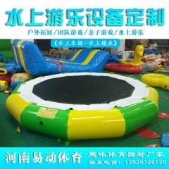 新款大型水上充气蹦蹦床玩具漂浮气模游艇支架水池游乐设备厂家